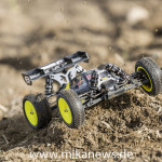 Bilder_Losi_1_14_Mini_8ight_black_Action_32