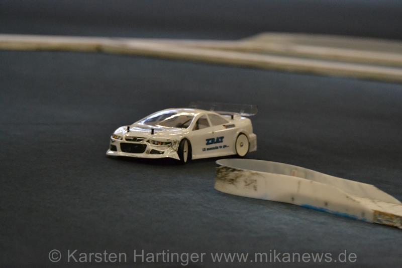 Nach einem harten Finale zeigte die Karo von Micha Kammer schon Spuren der innigen Beziehung mit der Streckenbegrenzung.