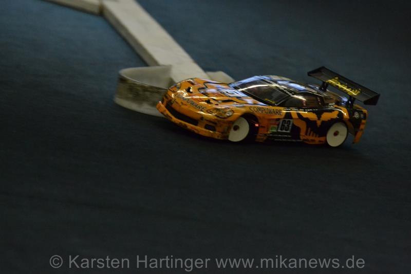 Sebastian Rosenhahn und seine Corvette auf Tuchfühlung mit der Begrenzung.