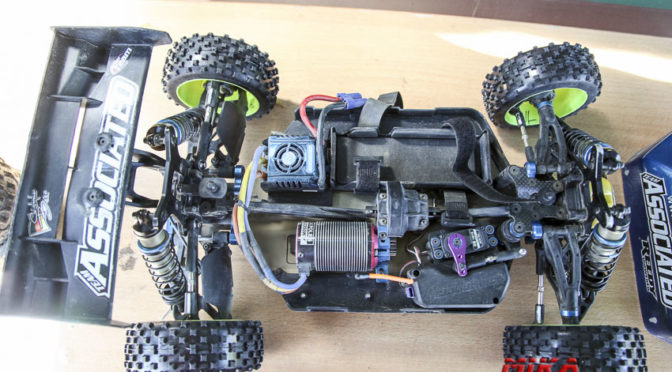 CHASSISFOKUS ASSO RC8B3e + RC8B3 – Christopher Toni Beer