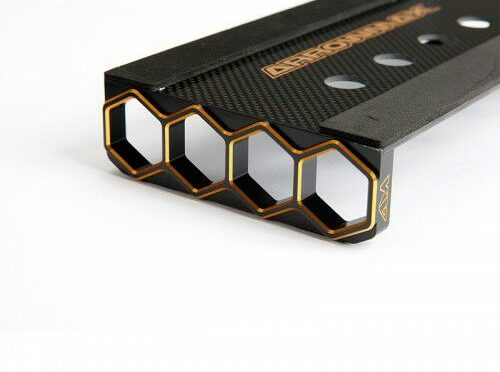 Arrowmax – Car Stand – Alu & Carbon – Black Golden Honeycomb