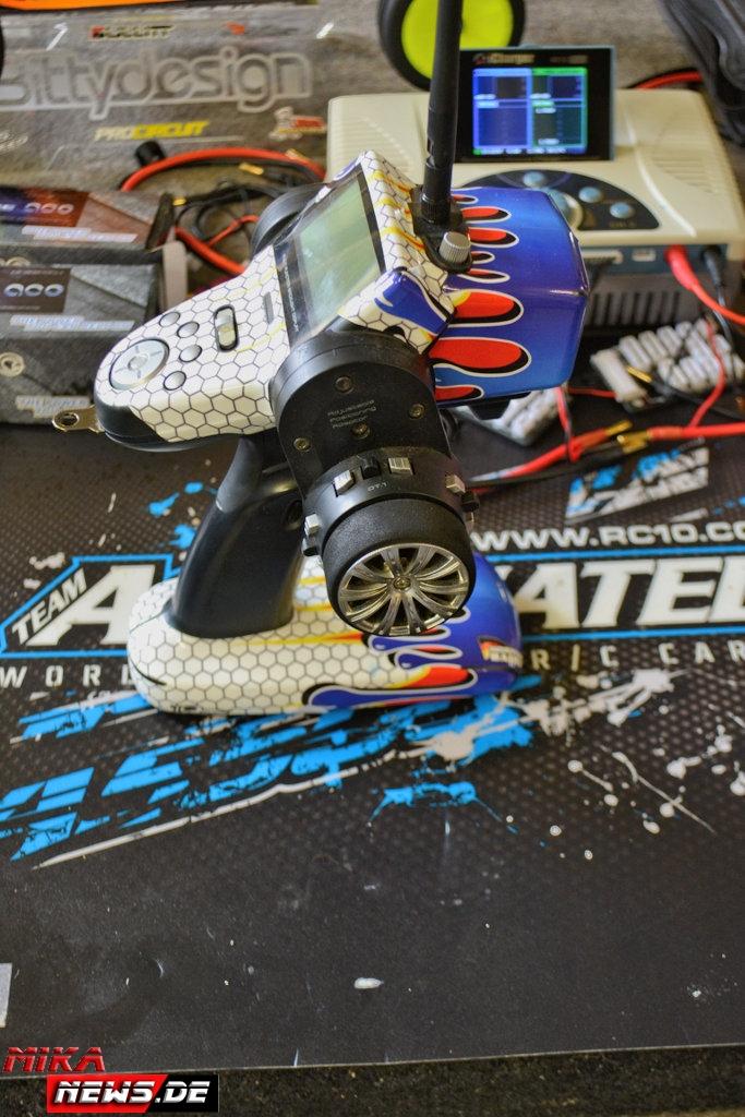 2016lacgera_chassisfokus_teamassociatedb6d-57