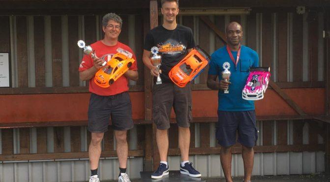 Triple – Serpent 748 bei der Niederländischen 1/10 Nationalen Meisterschaft