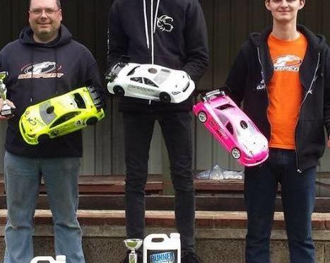 Kyle Branson gewinnt den 2.Lauf der British 1/10th IC Circuit Championship