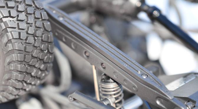 Trailing Arms und Skid Plates für den Traxxas Unlimited Desert Racer