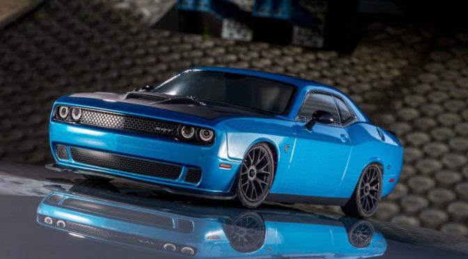 Der Fazer MK2 von Kyosho kommt als Dodge Challenger SRT Hellcat in CRAZY B5 BLUE
