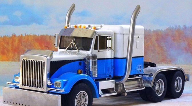 Für King Hauler gibt es das 1:14 US-6×6-Chassis